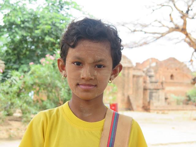 Niña birmana en Bagan