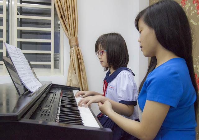 Giờ học đàn Piano tại trường nhạc SMS
