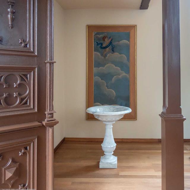 Capela Nossa Senhora da Glória - o interior - pia batismal