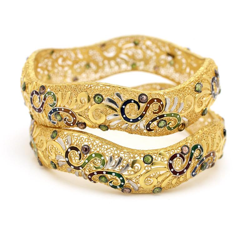 Fashion World: New Model Gold-Bangles.