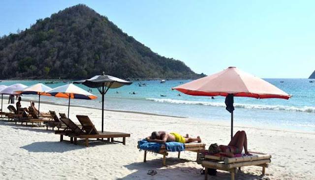 Menikmati Keindahan Pantai Selong Belanak Di Pulau Lombok