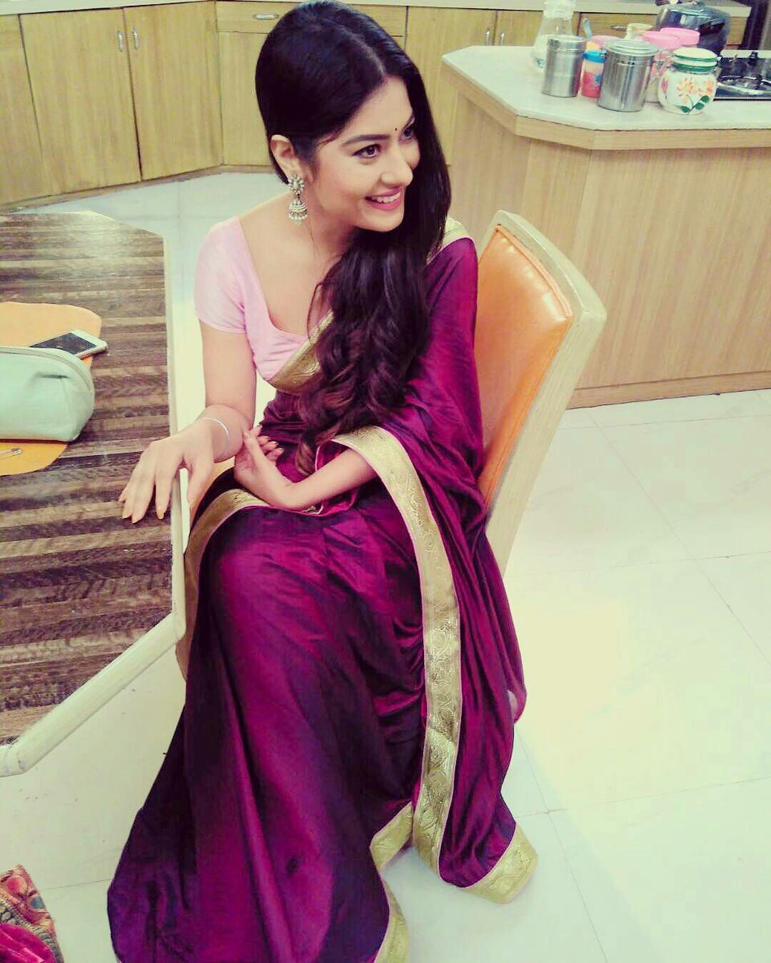 Bollywood Actress Hot Photos In Saree Hd Wallpapers-7377