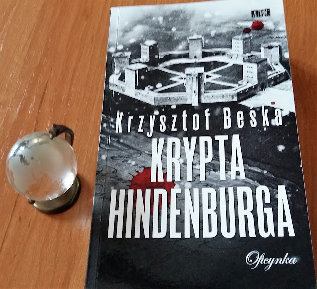 """Niezgłębione tajemnice Warmii i Mazur. Recenzja """"Krypty Hindenburga"""" Krzysztofa Beśki."""