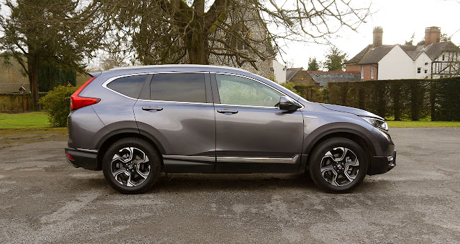 Honda CR-V Hybrid side view
