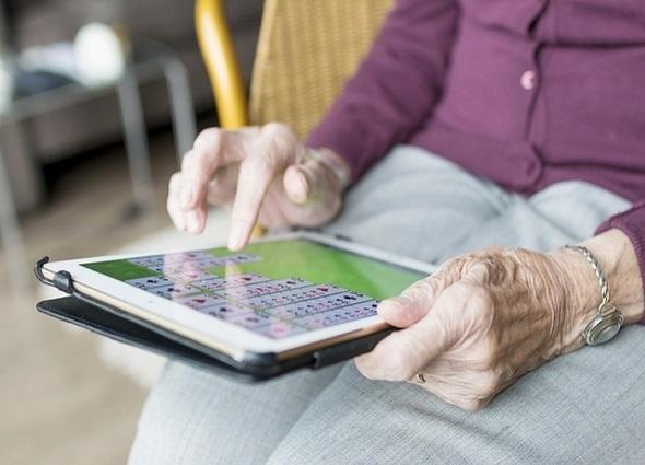 diccionario tecnológico, tercera edad, abuelos, Internet
