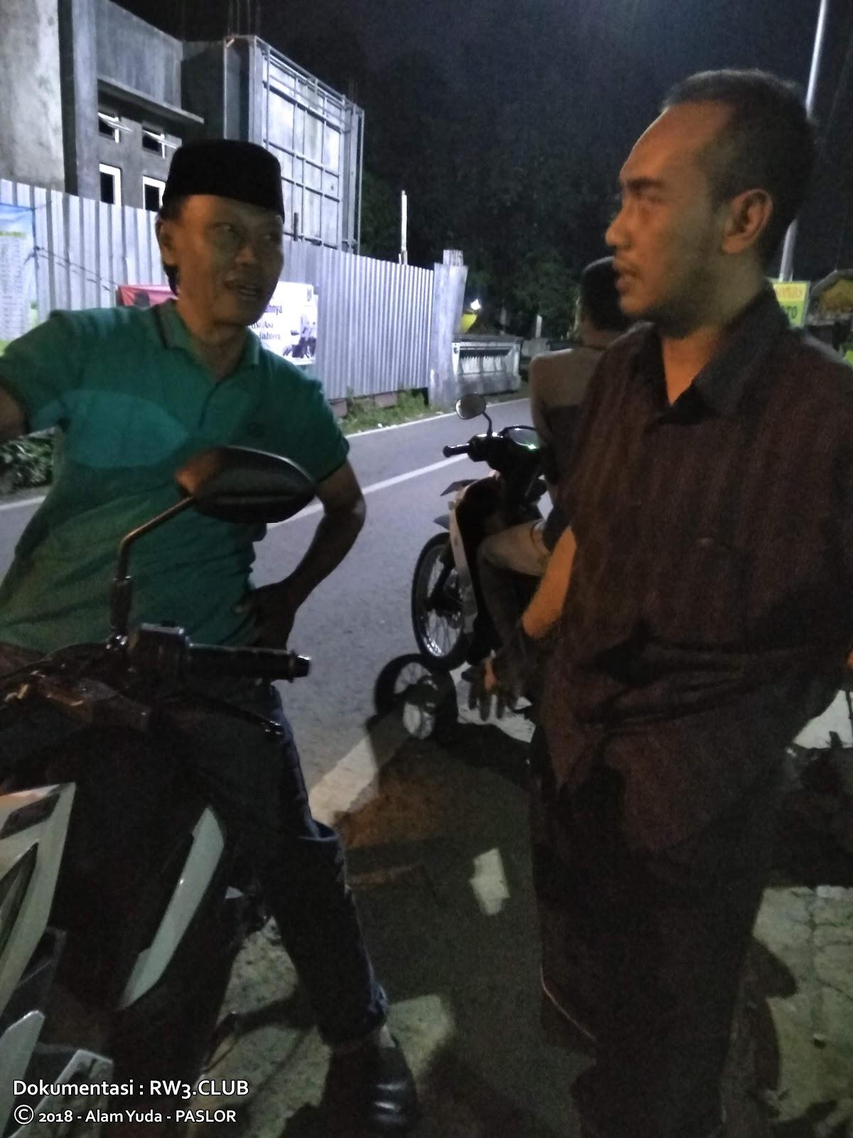 Nor Badri, Satria Septadi - Pengurus Komunitas Pemuda-Pemudi RW-3 NgoPi di Angkringan
