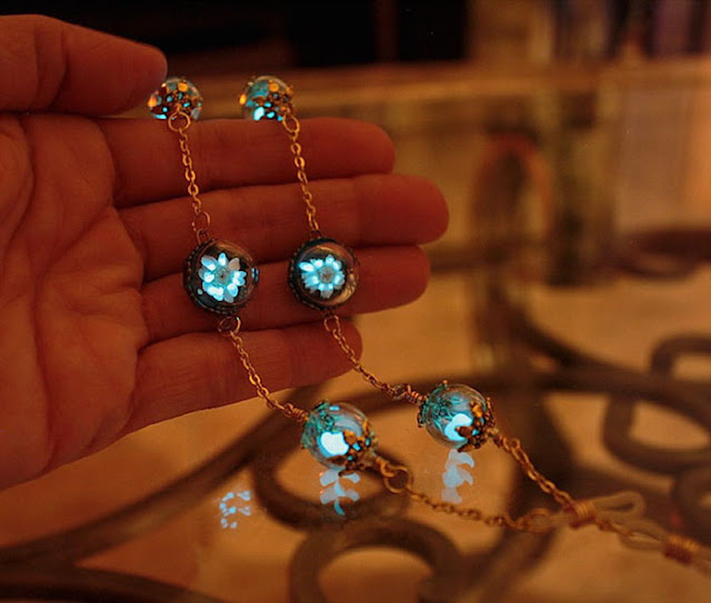 glow in the dark jewelry by Manon Richard