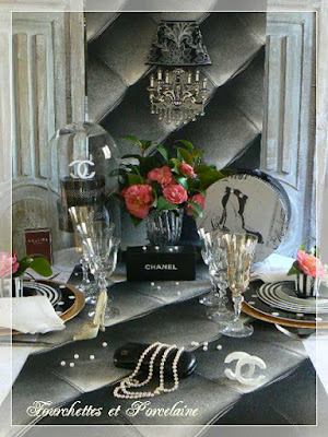 http://fourchettesetporcelaine.blogspot.fr/2016/02/table-ambiance-chanel.html