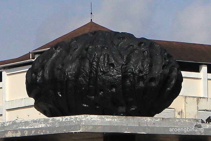 tugu batu satam belitung
