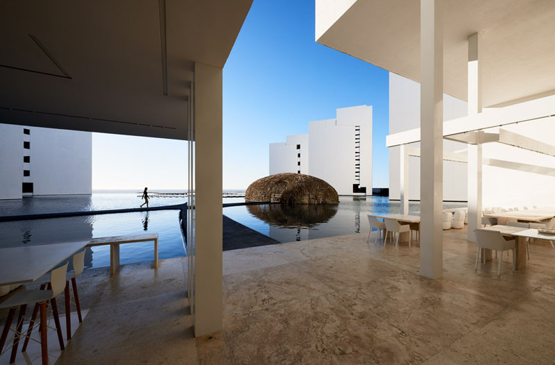 White minimalist hotel the mar adentro hotel for Minimalist hotel