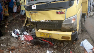 Diduga Sopir Mengantuk, Truck Batu Bara Tabrak 2 Pelajar Asal PALI