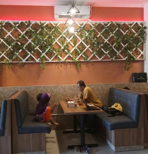 cafe untuk keluarga yang murah nyaman dan menyenangkan