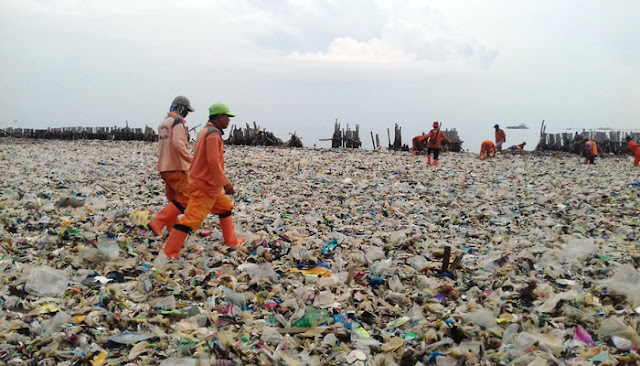 Lautan Sampah di Teluk Jakarta, Gubernur dan Wakil Gubernur Tak Mau Disalahkan Cari Kambing Hitam? Bilang Itu Sudah Sejak 2014...