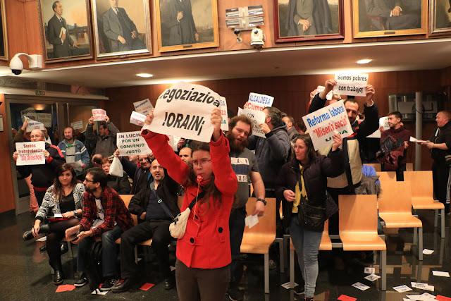 Protesta de los trabajadores de Usoa en el salón de plenos