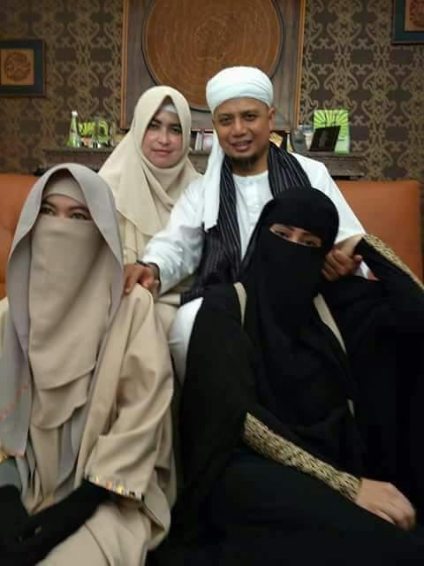 Ustadz Arifin Menikah Lagi, Ternyata Seperti Ini Istri Yang Ketiga, Jangan Kaget!