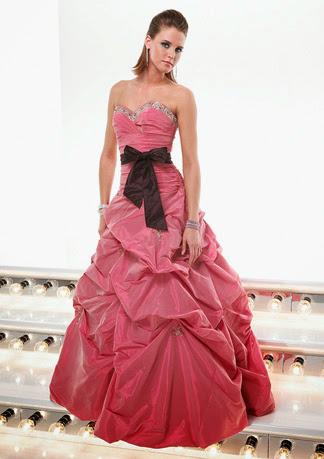 modelo de vestido de debutante tomara que caia
