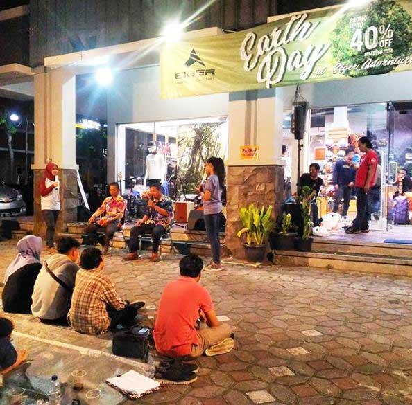 Talk Show Komunitas Jogja Garuk Sampah di Eiger Store Yap Square Yogyakarta