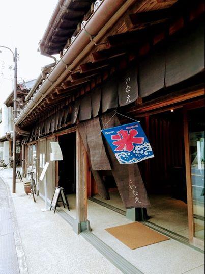 Swan鵝牌極致鵝絨日式刨冰 鵝絨雪花冰 Swan鵝牌原廠抗UV冰旗|長期烈日曝曬仍保有色澤 質地耐用度遠高於hatsuyuki 初雪-Swan-Kakigori-product-UV-protectd-ice-flag-displayed-in-japanese-wooden-house-sideview