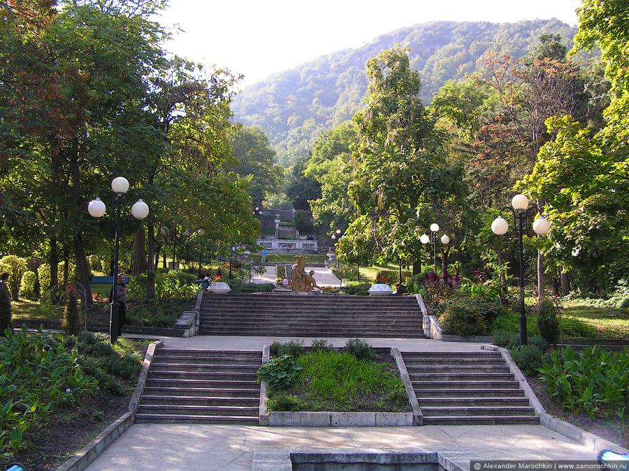 Каскадная лестница в парке Железноводска