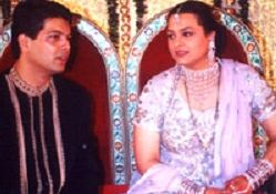 Shilpa Shirodkar Family Husband Son Daughter Father Mother Marriage Photos Biography Profile.
