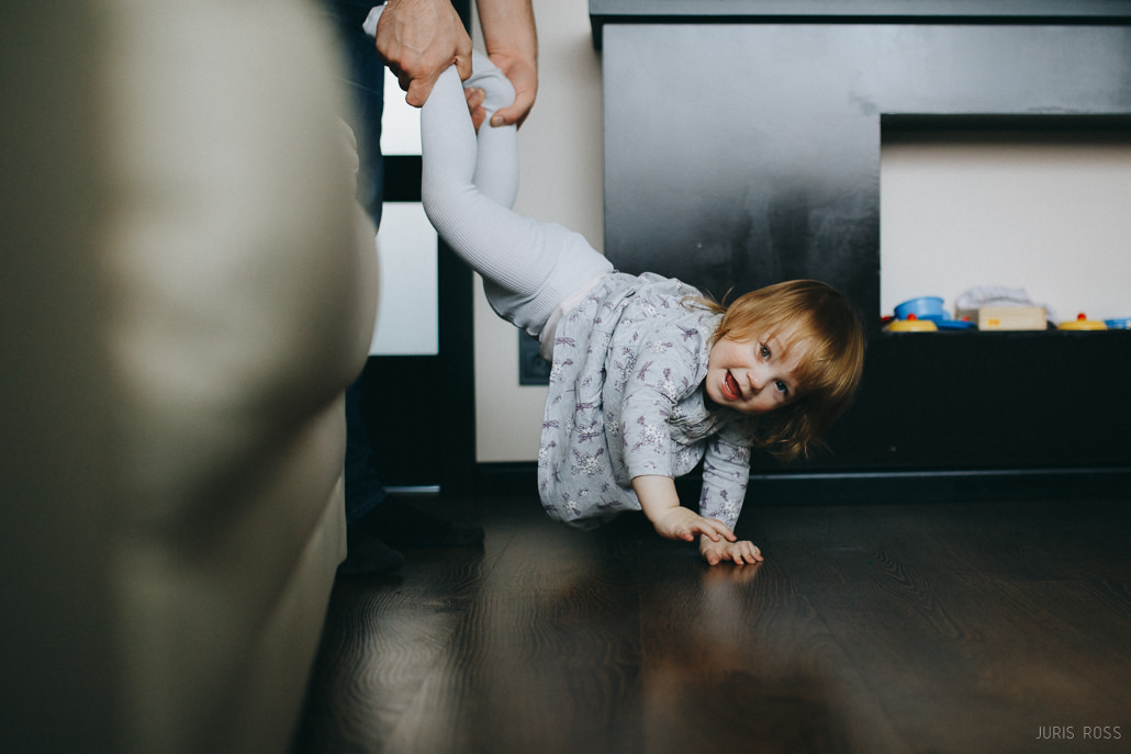 позы для семейной фотосессии с маленьким ребенком