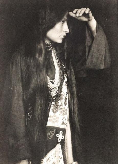 foto wanita cantik di jaman dahulu
