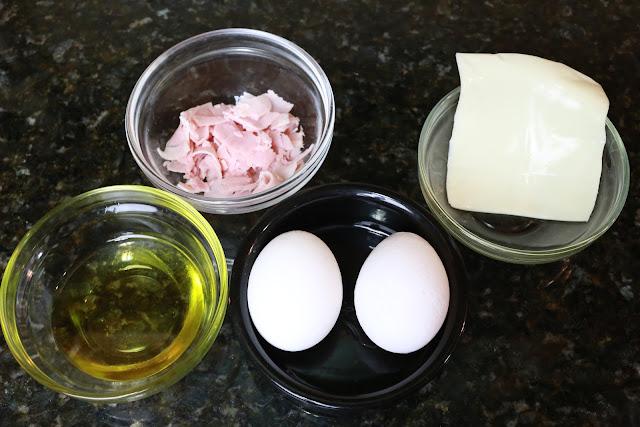 Ingredientes para tortilla francesa con jamón cocido y queso