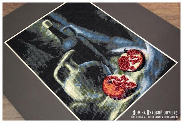 Вышивка в темных тонах для кухни