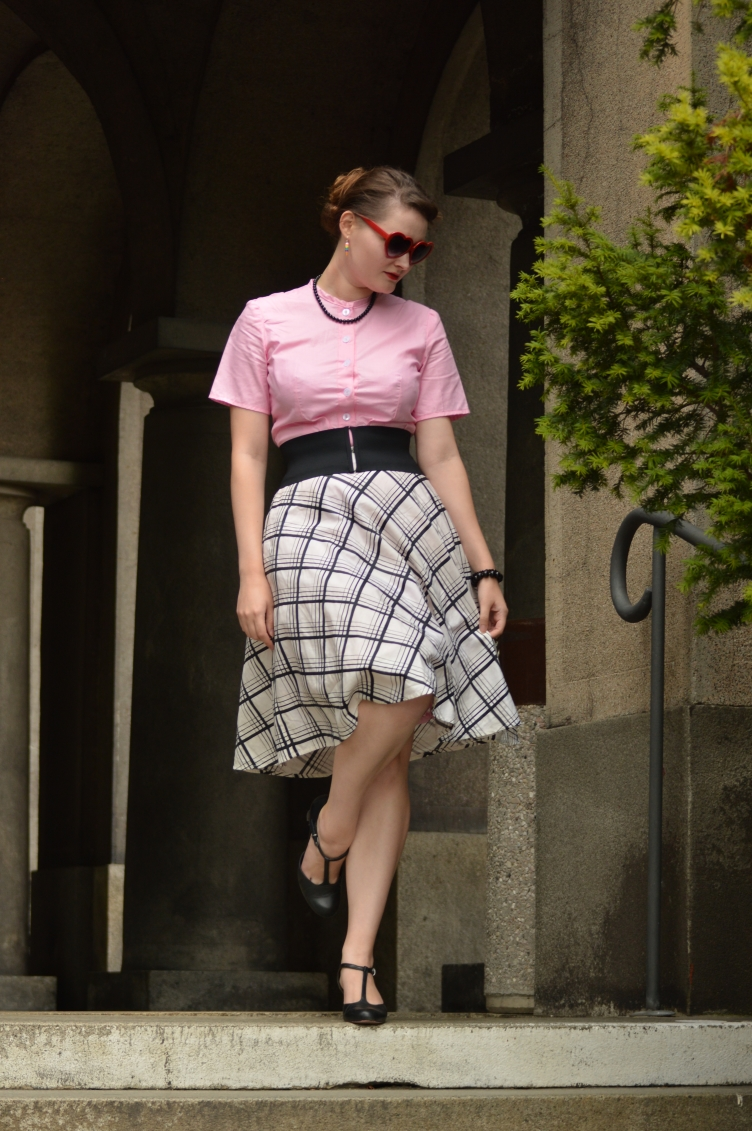 georgiana quaint outfit, czech fashion blog, handmade shirt, vintage checquered skirt, Tamaris vintage shoe, candy pink shirt,