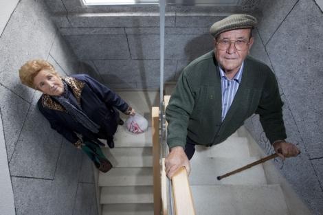 Vivir en plenitud la tercera edad viviendas para personas - Sillas para subir escaleras personas mayores ...