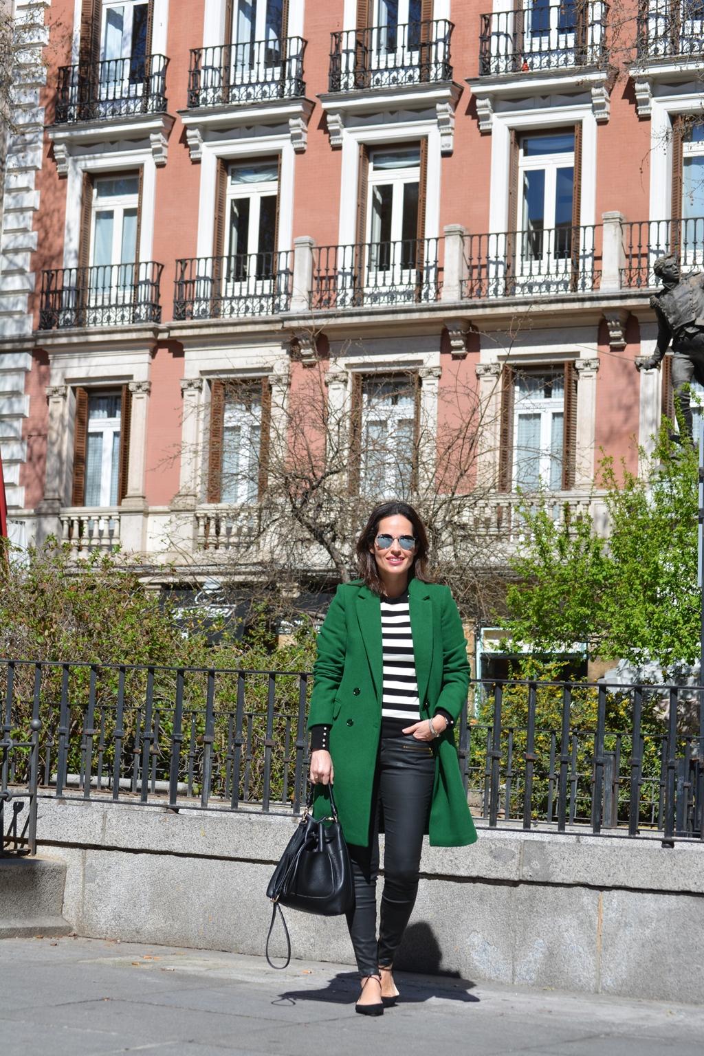 abrigo-verde-zara-outfit-street-style