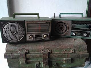 LAPAK BARANG ANTIK : Jual Radio Lawas 2 Unit dan 1 Koper Besi