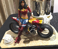 San Diego Comic-Con 2016 DC Collectibles Gotham City Garage Wonder Woman Statue