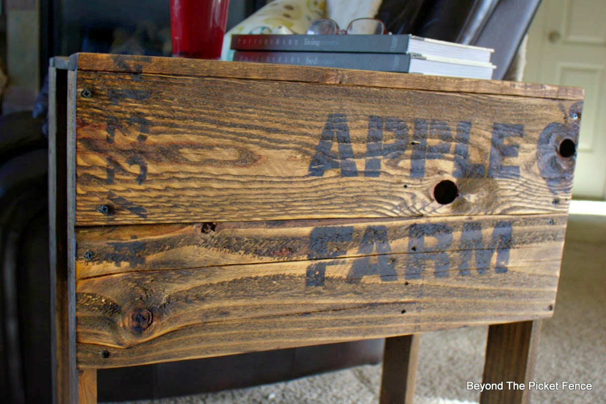 apple crate, stencil, paint, building a table, side table, fusion mineral paint, beyond the picket fence,http://bec4-beyondthepicketfence.blogspot.com/2015/04/apple-farm-crate-table.html