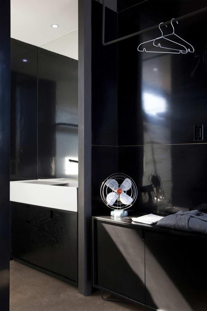 07-Closet-Space-Gracia-Studio-Cabin-Architecture-set-on-a-Hill-www-designstack-co