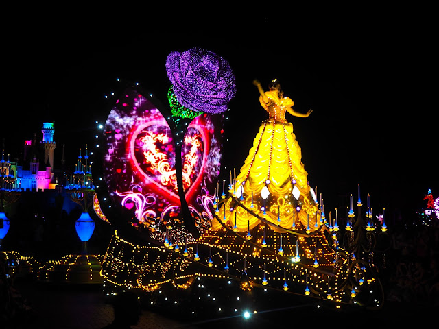 Beauty and the Beast float in the Paint the Night parade | Disneyland Hong Kong