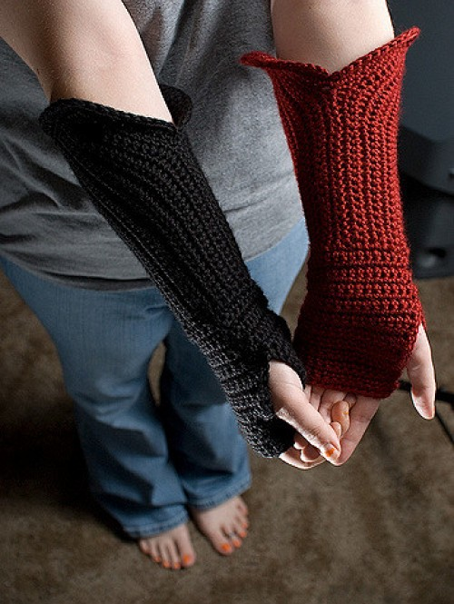 Gauntlet Style Fingerless Gloves - Free Pattern