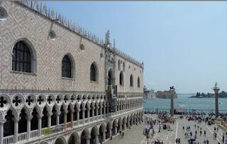Paladio Ducal y Columnas de San Marco y San Teodoro desde la Logia dei Cavalli.