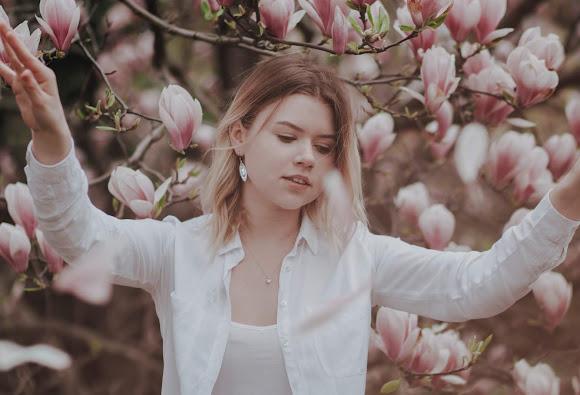 Dwie Natalie, dwie pogody, jedna magnolia - sesje zdjęciowe Natalia Postawa & Natalia Durak
