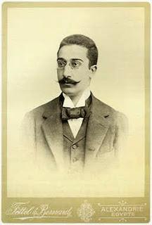 Ο Kωνσταντίνος Kαβάφης, σε φωτογραφία βγαλμένη στην Αλεξάνδρεια, πιθανώς το 1890