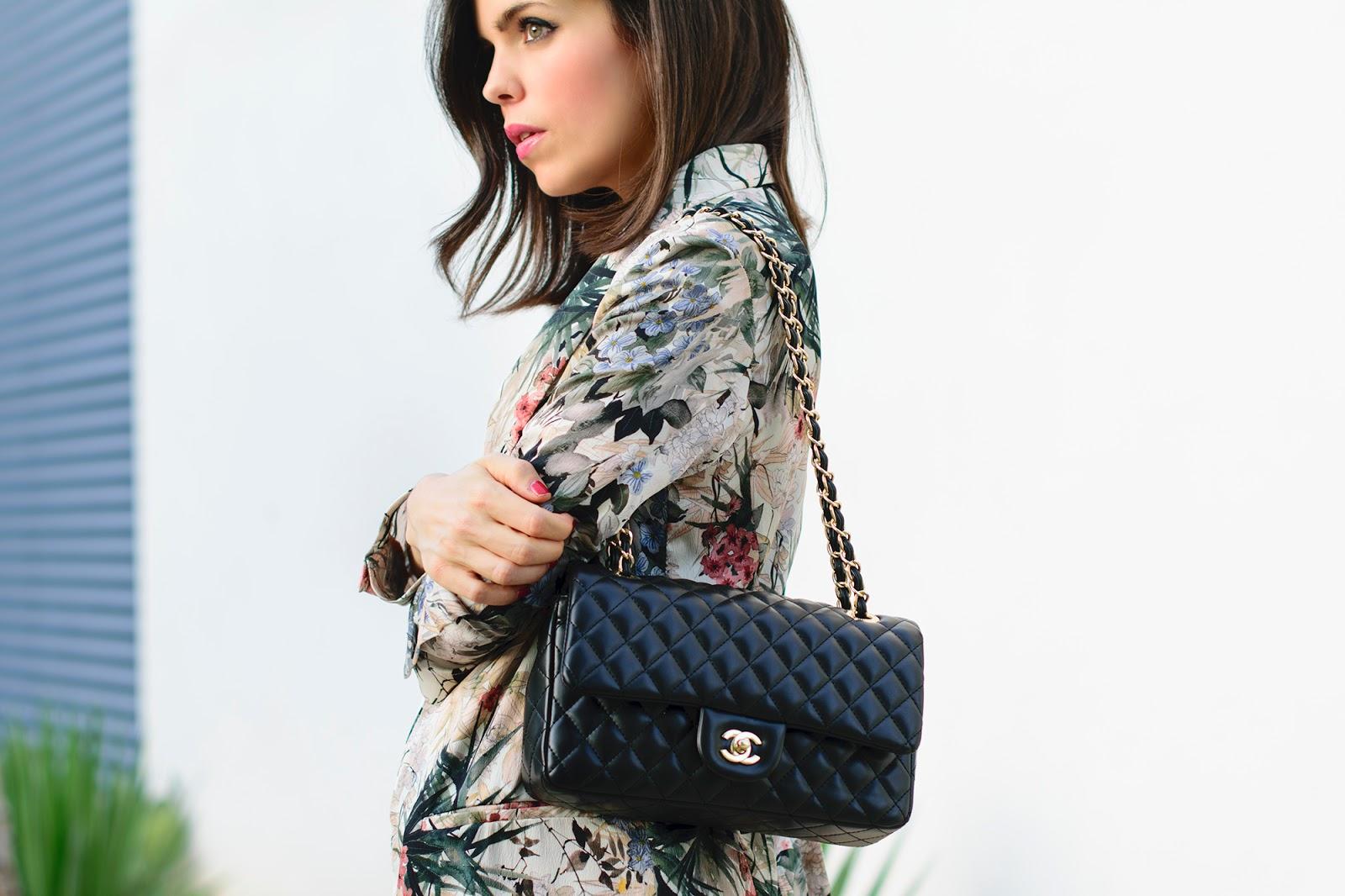 Total look de Zara con blazer de flores