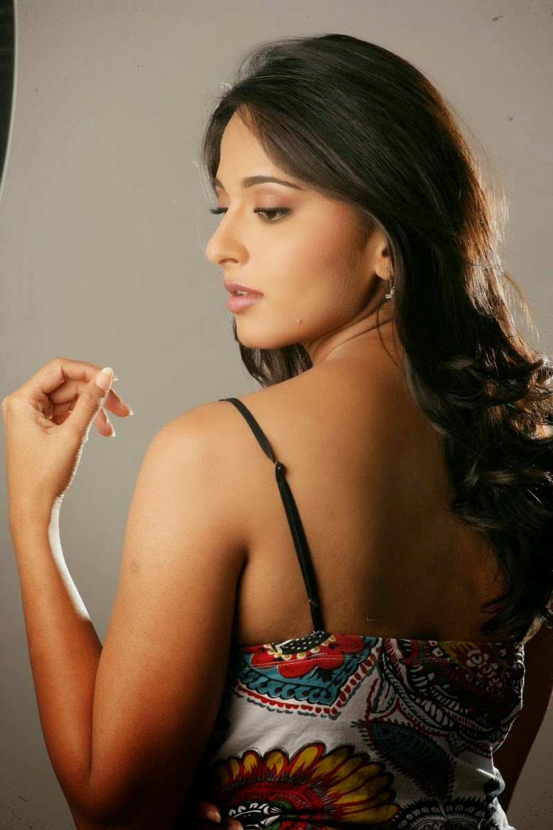 Can help Anushka shetty hot in bra
