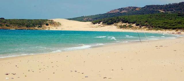 La playa de Bolonia en Cádiz, turismo en Andalucía