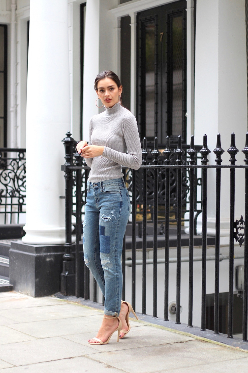 roll neck and denim jeans peexo autumn style