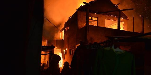 Malam Minggu, Pemukiman Padat Kebakaran di Surabaya