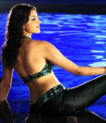 Kajal Agarwal Back Showing Stills In Hot Dress