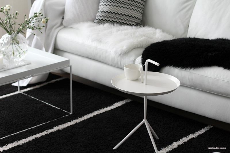 Olohuoneen (musta) matto  Black  La Dolce Vita
