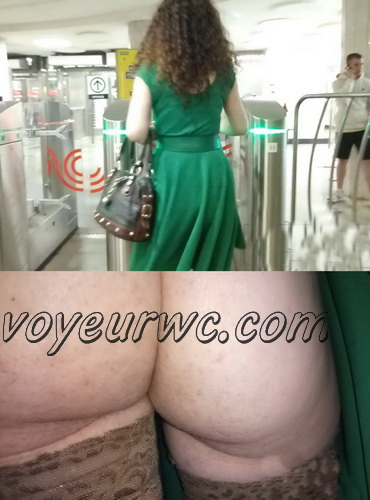 Upskirts 3605-3624 (Secretly taking an upskirt video of beautiful women on escalator)