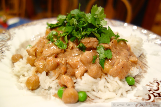 http://www.farmfreshfeasts.com/2013/03/slow-cooker-chicken-and-chick-pea-tikka.html