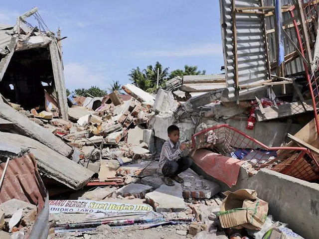Powerful quake rocks central Sulawesi in Indonesia